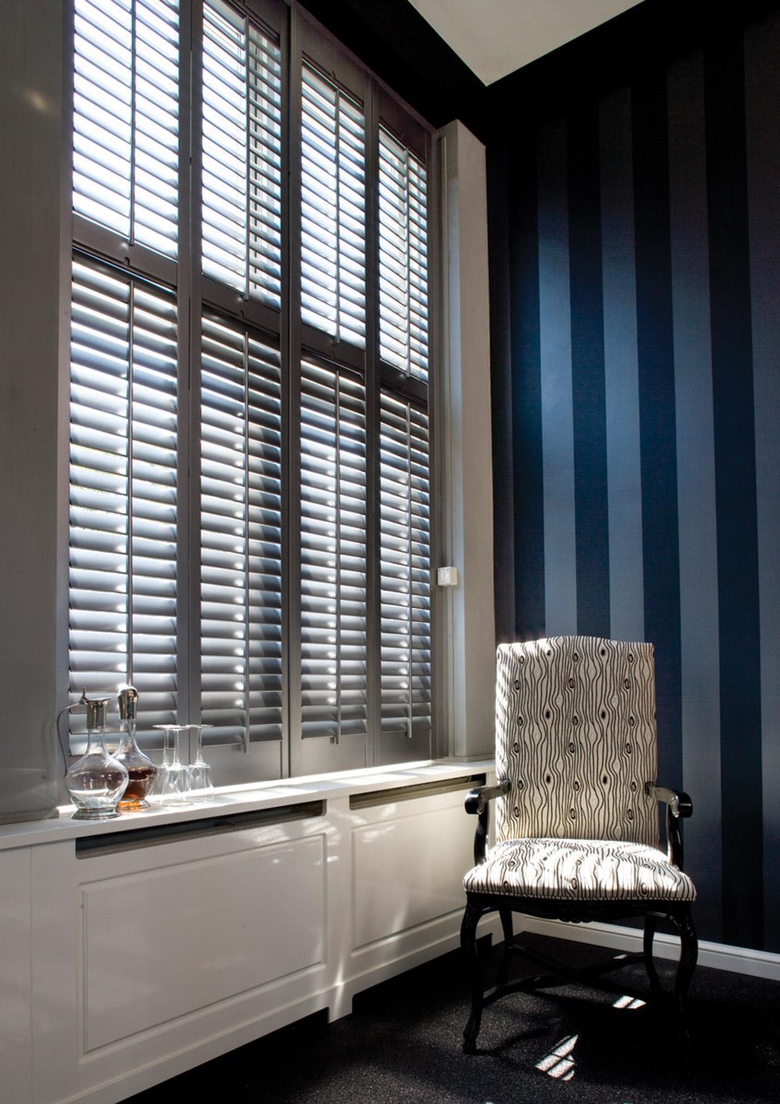 zilveren-shutters-in-kantoor_2